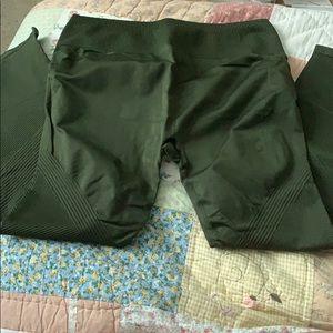 Fabletics Green Seamless Leggings!!